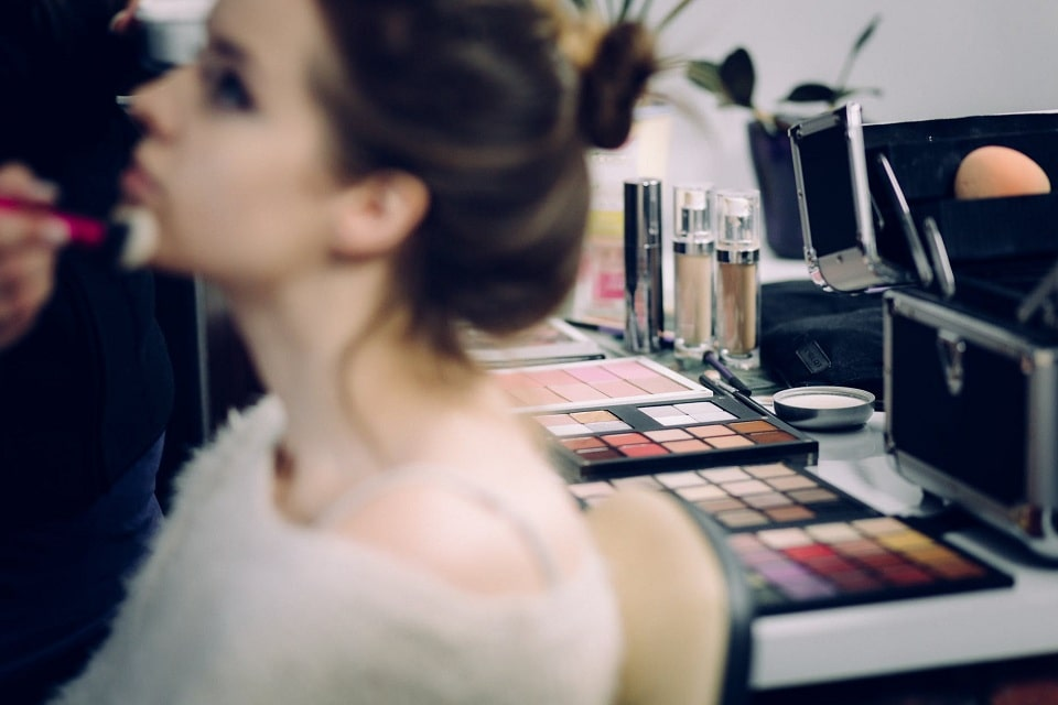 10 Must-Have Qualities To Become The Makeup Artist Every Client Loves