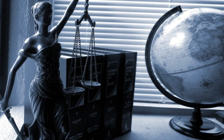 What Does A Criminal Defense Attorney Do