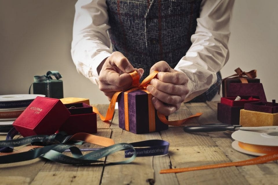 Why Is It Hard To Buy The Best Gift For Men?